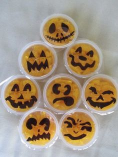 An easy way to make your kids' lunch Halloween themed. Draw pumpkin faces on the tops of mandarin orange fruit cups! Halloween Snacks For Kids, Halloween Fruit, Holiday Snacks, Halloween Goodies, Theme Halloween, Halloween Birthday, Holidays Halloween, Happy Halloween, Preschool Halloween