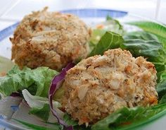 Crab Cakes Ingredients: 100 grams snow or king crab meat 1 serving Melba toast crumbs 1 tablespoon lemon juice 1 teaspoon apple cider. Dieta Hcg, Hcg Diet Recipes, Cooking Recipes, Healthy Recipes, Hcg Meals, Seafood Recipes, Cooking Ideas, Easy Recipes, Crab Cakes