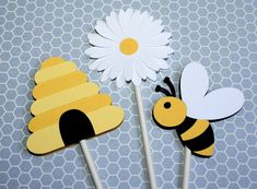 Items similar to Bee Cupcake Toppers – Mommy To Bee / Bride To Bee on Etsy - Obst Kindergarten Crafts, Preschool Crafts, Art For Kids, Crafts For Kids, Bee Cupcakes, Baby Shower Bunting, Mommy To Bee, Bee Cards, Bee Theme