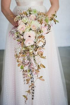 A cascading bouquet is a lovely way to compliment the silhouette of your dress. Source: The pretty blog. #cascadingbouquet