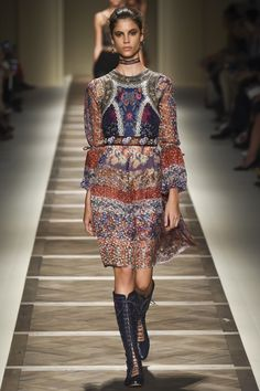 Etro Spring 2016 Ready-to-Wear Collection Photos - Vogue   http://www.vogue.com/fashion-shows/spring-2016-ready-to-wear/etro/slideshow/collection#37