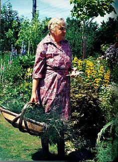 Margery Fish 1888-1969 / Margery Fish was one of the most important influences on English Cottage #Gardening. It is mainly due to her enthusiasm and love of plants that the cottage gardening tradition is so strong. // Green Home