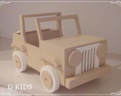 JEEP SAFARI BEGE Cardboard Box Crafts, Cardboard Crafts, Mini Jeep, Safari Jeep, Food Art Painting, Ideas Geniales, Nursery Inspiration, Doll Clothes Patterns, Hang Tags