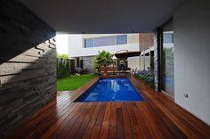 Buscá imágenes de diseños de Piletas estilo moderno de ze|arquitectura. Encontrá las mejores fotos para inspirarte y creá tu hogar perfecto.
