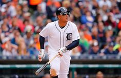 .@MiguelCabrera hits home run No. 400 in the 1st inning vs. the Cardinals!
