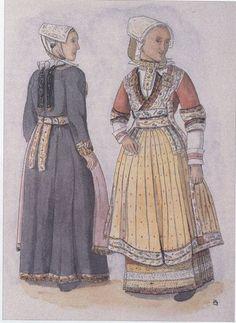 """Mariées de Ploaré (Morbihan) Costumes de la fin du 19e siècle - le rouge est le plus ancien avec deux """"manchou"""" (corselets) dont on voit les revers sur les manches"""