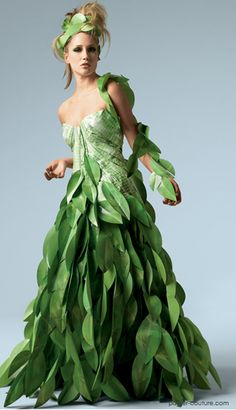 Papier Couture by Lia Griffith / Paper Dress Paper Fashion, Floral Fashion, Fashion Dresses, Fashion Art, Wedding Dress 2013, Wedding Dresses, Moda Floral, Recycled Dress, Recycled Costumes