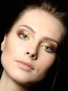 Golden Smokey Eyes Summer Make Up