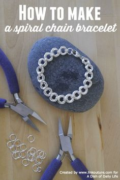 Make your own stunning spiral chain bracelet with this free and easy diy jewelry making tutorial. Makes a lovely handmade Christmas gift as well!