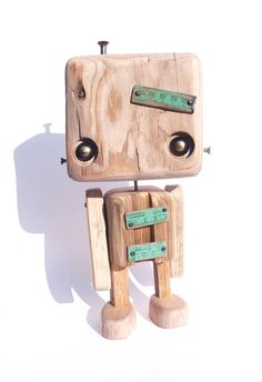 Robot 56 p (original) reclaimed wood - the little giant (reserved) Into The Woods, Whittling Wood, Wood Projects For Kids, Wood Games, Wooden Shapes, Easy Woodworking Projects, Teds Woodworking, Wood Creations, Wood Lathe