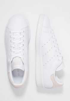 se - Adidas White Sneakers - Latest and fashionable shoes - adidas Originals STAN SMITH Sneakers footwear white/orctin Zalando. Mens Vans Shoes, Adidas Shoes Women, Adidas Sneakers, Golf Shoes, Stan Smith Trainers, Stan Smith Sneakers, Womens White Trainers, Adidas Stan Smith Women, Suits And Sneakers