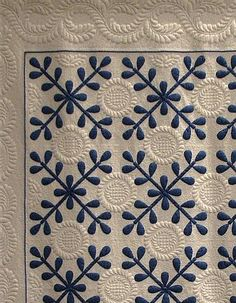 """Vintage inspired: """"Jamie's Jubliee"""" by Barbara A. The pattern is by Jane Lohmar from the Leisure Arts book Great American Quilts Posted at monomaniacal quilter Quilting Stencils, Quilting Projects, Quilting Designs, Two Color Quilts, Blue Quilts, Appliqué Quilts, Antique Quilts, Vintage Quilts, Scandinavian Quilts"""