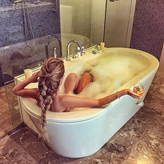No bed head here. Perfect #braid in the bathtub.  She sleeps on a #ghostbed --> keeps your hair pretty! www.ghostbed.com