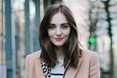 La coupe de cheveux au carré long, indémodable et ultra tendance, est parfaite pour tous les types de cheveux ! Que demander de plus ?