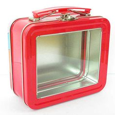 Boy I guess nobody respects the privacy of the packed lunch anymore. Tin Lunch Boxes, Vintage Lunch Boxes, Metal Lunch Box, Lunchbox Kids, Holiday Gift Baskets, Back To School Essentials, Whats For Lunch, Name Gifts, Classic Toys