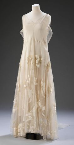 Madeleine Vionnet, evening dress (organza, tulle and silk velvet), 1935 (made). Museum no. T.380-2009    http://www.vam.ac.uk/content/articles/f/four-haute-couture-dresses-by-madeleine-vionnet/