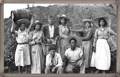 Tenerife campesinos año 1950...... #fotoscanariasantigua #tenerifesenderos #fotosdelpasado #canariasantigua #canaryislands #islascanarias #blancoynegro #recuerdosdelpasado #fotosdelrecuerdo