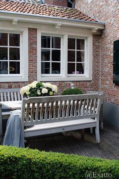 Vergrijsd Outdoor Areas, Outdoor Dining, Outdoor Decor, Dream Garden, Home And Garden, Patio Yard Ideas, Outside Room, Charming House, Garden Deco