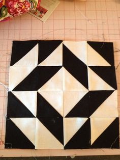 knit 'n lit: Modern Half-Square Triangle Quilt-a-Long Block 30 Quilt Block Patterns, Pattern Blocks, Quilt Blocks, Quilting Tutorials, Quilting Projects, Quilting Designs, Quilt Design, Half Square Triangle Quilts, Square Quilt