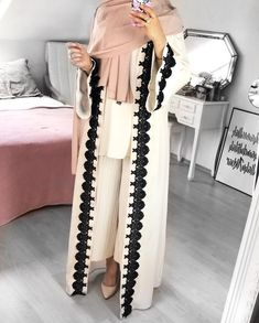 Open abaya hijab style – Just Trendy Girls: www. Modern Hijab Fashion, Modesty Fashion, Islamic Fashion, Abaya Fashion, Muslim Fashion, Hijab Style, Hijab Chic, Abaya Style, Modest Outfits