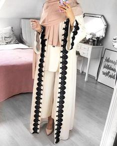 Open abaya hijab style – Just Trendy Girls: www. Modern Hijab Fashion, Hijab Fashion Inspiration, Modesty Fashion, Islamic Fashion, Abaya Fashion, Muslim Fashion, Hijab Style, Hijab Chic, Abaya Style