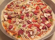 Pizza in Italian style with pizza making at home . - You can prepare a pizza with Italian style home pizza making. What is the difference between regular pizza and Italian pizza? Pizza in full consistency Pasta Cake, Regular Pizza, Pizza Hut, Hawaiian Pizza, Lunches And Dinners, Pizza Recipes, Italian Recipes, Italian Foods, Vegetable Pizza