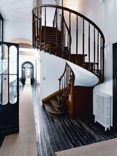 Escada Espiral de Madeira