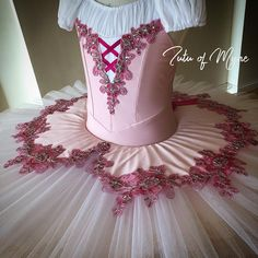 Idea in order to help me with the use of clothing for adult party lesson now. Ballet Tutu, Ballerina, Ballet Pictures, Tutu Costumes, Just Dance, Dance Outfits, Ladies Dress Design, Dance Wear, Leotards