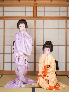 John Paul Foster is a photographer specializing in images of Kyoto, including geisha, maiko and Buddhist icons. Japanese Geisha, Japanese Beauty, Japanese Kimono, Geisha Japan, Geisha Art, Japanese Clothing, Japanese Style, Japanese Fashion, Japanese Art