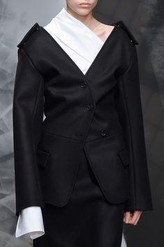 Jil Sander at Milan Fashion Week Fall 2016 - Details Runway Photos Minimal Fashion, White Fashion, Urban Minimalist Fashion, Runway Fashion, Fashion Show, Womens Fashion, Milan Fashion, Jil Sander, Fashion Details