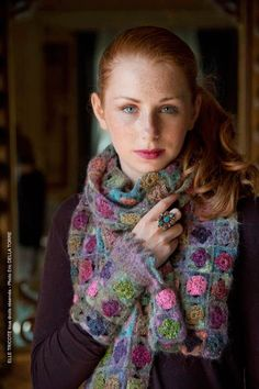 Gorgeous tiny crochet squares scarf / shawl in beautiful colours - Elle Tricote (hva)
