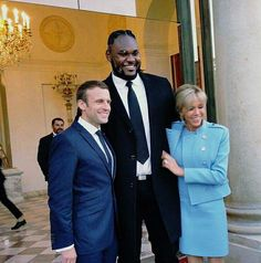 Meet Congolese Makao: The 'Giant' Bodyguard Of French President Emmanuel Macron During His Presidential Campaign!! http://howafrica.com/meet-congolese-makao-the-giant-bodyguard-of-french-president-emmanuel-macron-during-his-presidential-campaign/