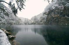 venez-34-lieux-dont-la-beaute-rayonne-encore-plus-en-hiver16 Le lac Plitvice en Croatie