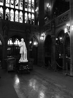Statue of John Rylands at the library named after him. ⓒ Philip Smith Lawrence
