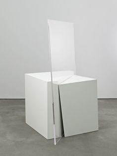 Natalia Stachon, Vertigo, 2009, Holz, Lack, Plexiglas, 75 x 120 x 48 cm