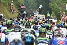 Tour de France 2014 - Etape 18 - Pau - Hautacam - 24/07/2014 - Les coureurs dans le défilé, le peloton roule actuellement en convoi dans Pau, en direction du lieu de départ réel, situé à 6,6 km du rassemblement. © Presse Sports/B.Papon