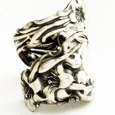 Lily spoon ring....I want!