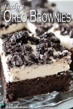 These oreo brownies are made with crushed. These oreo brownies are made with crushed Oreo cookies and topped with a homemade Oreo cream frosting! This makes for a deliciously chocolaty and fudgy brownie that just sooo hard to resist. Mini Desserts, Oreo Desserts, Just Desserts, Delicious Desserts, Yummy Food, Health Desserts, Health Foods, Plated Desserts, Oreo Brownies