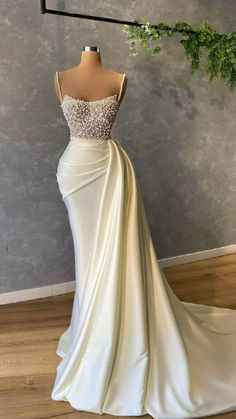 Glam Dresses, Elegant Dresses, Pretty Dresses, Bridal Dresses, Beautiful Dresses, Glamorous Evening Dresses, Evening Dresses For Weddings, School Looks, Dream Wedding Dresses