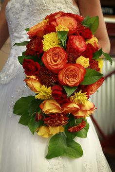 Fall Colors , Circus Roses and Daisies by Jardin Soroa Wedding & Events, via Flickr