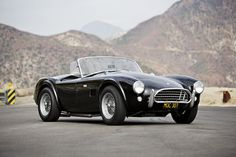 1965 SHELBY COBRA 289 - These cars are so amazing, I wouldn't mind a few of 'em on my driveway.