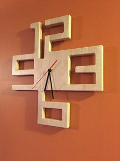 Modern clock made of solid maple Etsy . Modern clock made of solid maple Etsy Woodworking Clock Ideas, Used Woodworking Tools, Woodworking Projects Diy, Woodworking Supplies, Woodworking Techniques, Woodworking Chisels, Woodworking Machinery, Youtube Woodworking, Woodworking Magazine