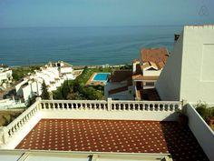Échale un vistazo a este increíble alojamiento de Airbnb: BEACHFRONT FLAT IN ESTEPONA en Bahía Dorada