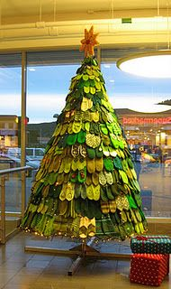 Christmas tree made from knitted mittens!