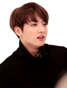 El rubio sonrió aún más y asintió sin poder decirlo en voz alta, estaba tan contento, Jungkook suspiró y sonrió a lo grande