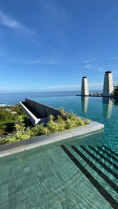 Spectacular view from this stunning swimming pool in Ungasan (Bali) Vacation Places, Dream Vacations, Places To Travel, Places To Go, Hotel Swimming Pool, Swimming Pool Designs, Bali Resort, Dream Pools, Dream House Exterior