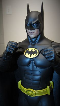 DC - Batman Returns- scale collectible figure by Hot Toys Tim Burton Batman, Batman Art, Batman And Superman, Batman Robin, Batman Returns, Batwoman, Batgirl, Dc Heroes, Comic Book Heroes