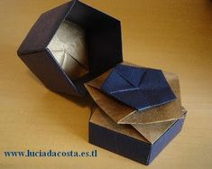 Caixa Pentagonal Torcida / Pentagonal Twist Box by Rikki Donachie - paper. Box Origami, Money Origami, Fabric Origami, Origami Paper, Origami Tutorial, Flower Tutorial, A4 Paper, Paper Folding, Envelopes