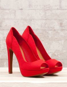 Best Women's Shoes From Casual To Designer Collections - Shoes - Modest Summer fashion arrivals. New Looks and Trends. The Best of shoes trends in Sock Shoes, Cute Shoes, Me Too Shoes, Shoe Boots, Shoes Heels, Pretty Shoes, Red Platform Shoes, Red High Heels, Lookbook