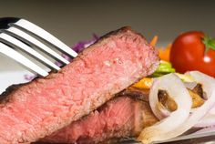 There are many health benefits to selecting an eye of round cut of steak. The Mayo Clinic says the eye of round is one of the leanest available cuts of beef, meaning it is low in fat and calories. According to the National Cattlemen's Beef Association, one serving of lean beef contains half of the protein you need to consume in a day, along...